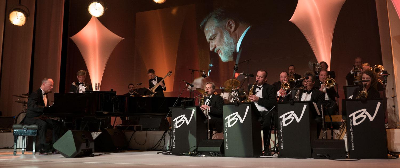Big Band Björn Vüllgraf mit Sänger Marc Marshall