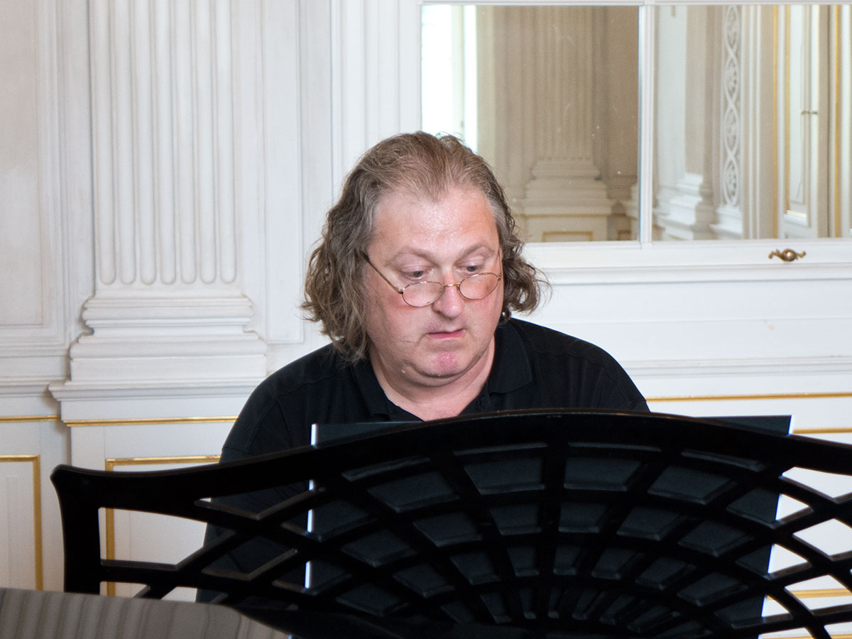 Pianist Freidrich Höricke mit humorvoller Klassik amüsant