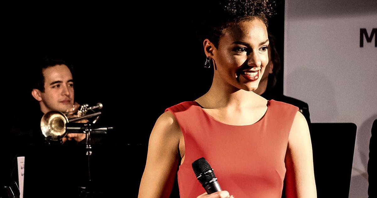 Buchen Sie einen Saxophonisten mit leidenschaftlicher Sängerin