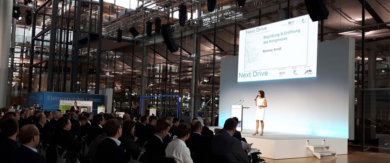 TV-Moderatorin Rommy Arndt moderiert Next Drive in Dresden